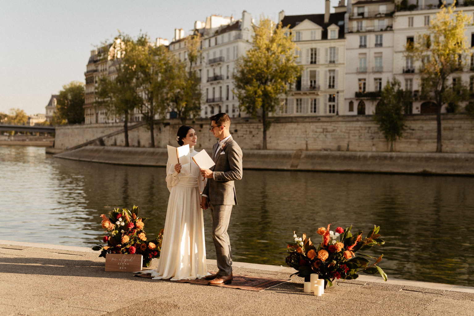 elopement wedding seine river ile saint louis