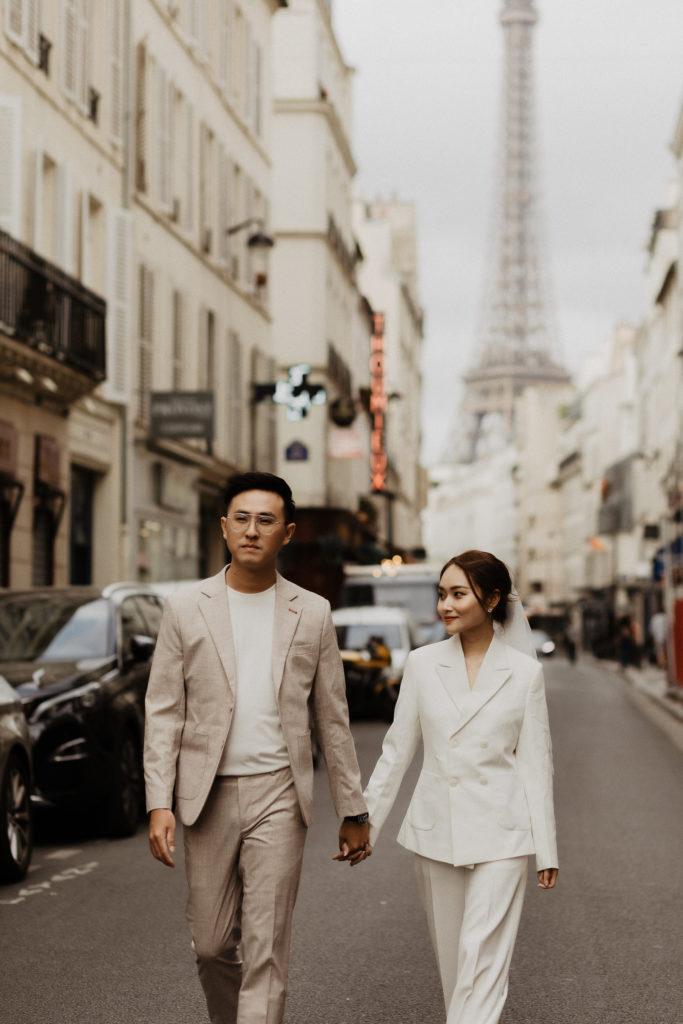 paris elopement couple paris street view