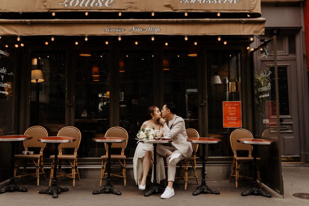 Cute cafe & cute couple in Paris