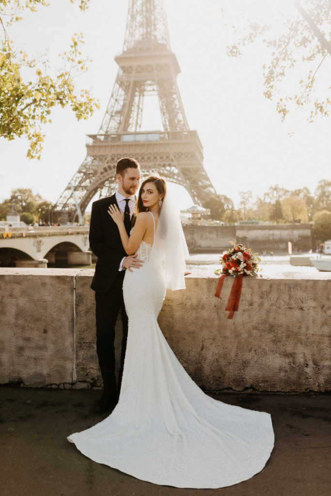Couple wedding by the seine and eiffel tower