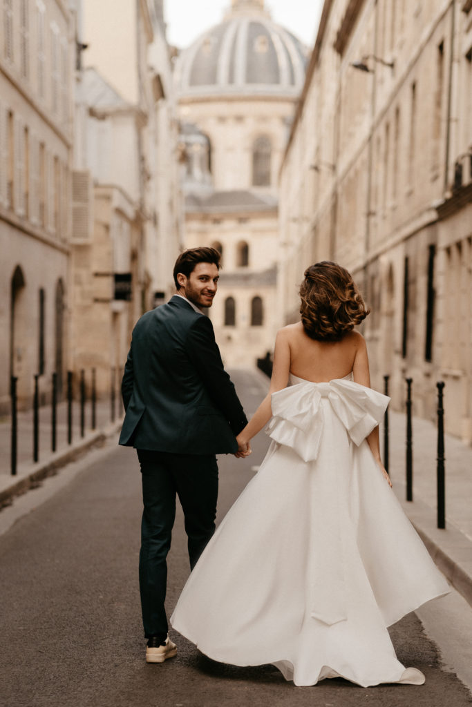 Paris street couple elopemet wedding photoshoot