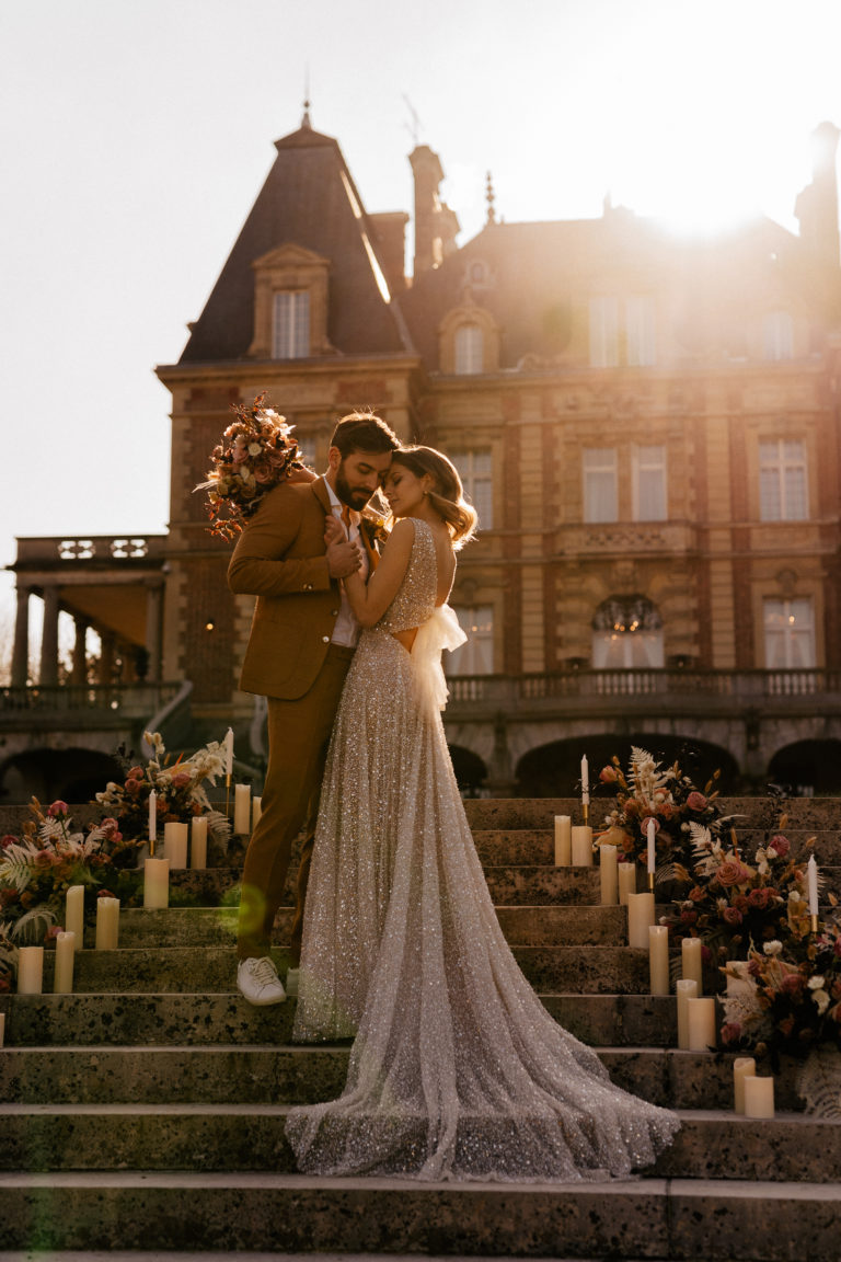 Golden hour Intimate wedding in one of Paris' most intimate castle
